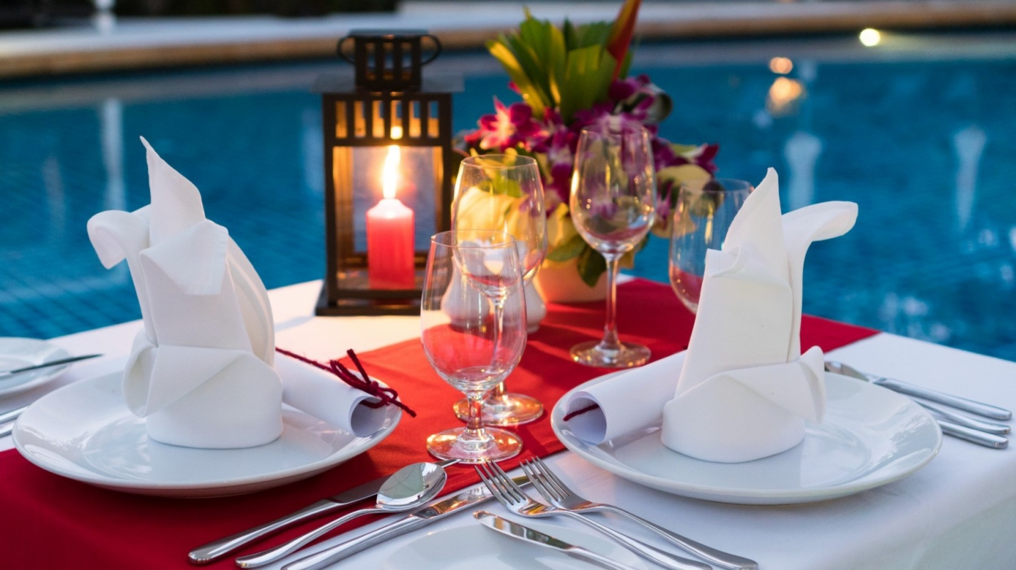 D:\paresh\articles date wise\20-10-2018\images\Barsrestaurants-JoeKoolsPoolsideGrill-RomanticCandlelightdinner.jpg