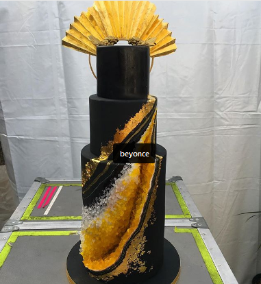 Beyonce's bronzed up the cake
