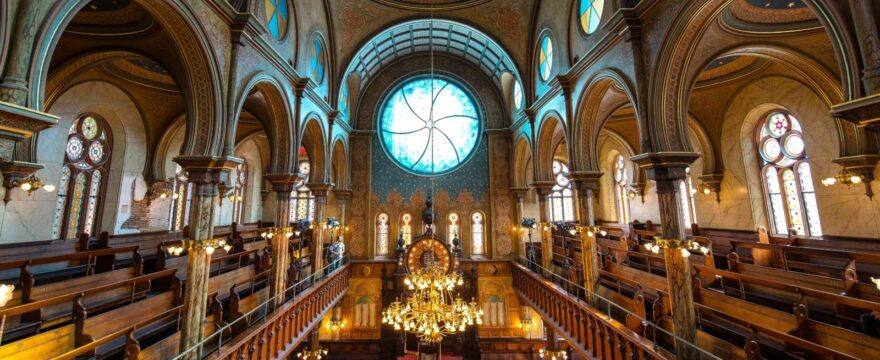 How to Find the Right Jewish Synagogue