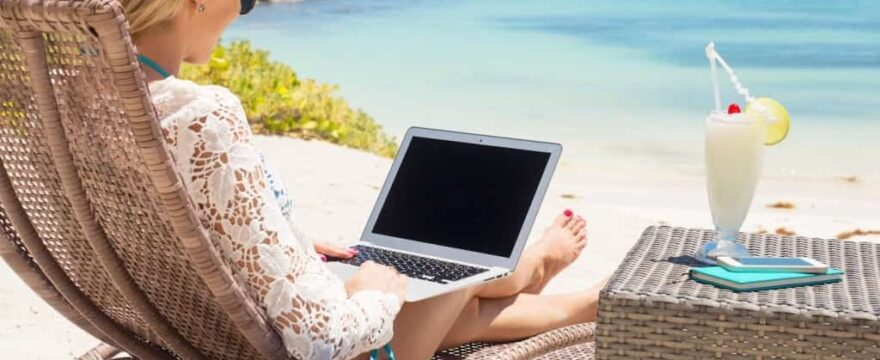 How to make money while traveling?
